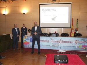 Medio centenar de empresas conocen los nuevos Incoterms en la Cámara de Cáceres